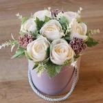 Создаем нежный букет цветов в шляпной коробке