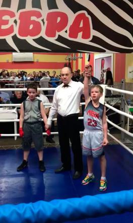 Сын в 8 лет впервые участвовал в соревнованиях по боксу и победил:)