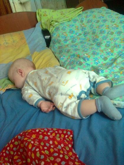 Гульмар маргуль 18 июн в я обратно на спину переворачиваю и укачиваю тихонько, успокаивается и засыпает.
